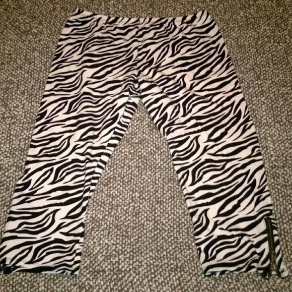 3e591c073afbb Xhilaration Bottoms   Size Xl 1214 Zebra Capri Leggings   Poshmark